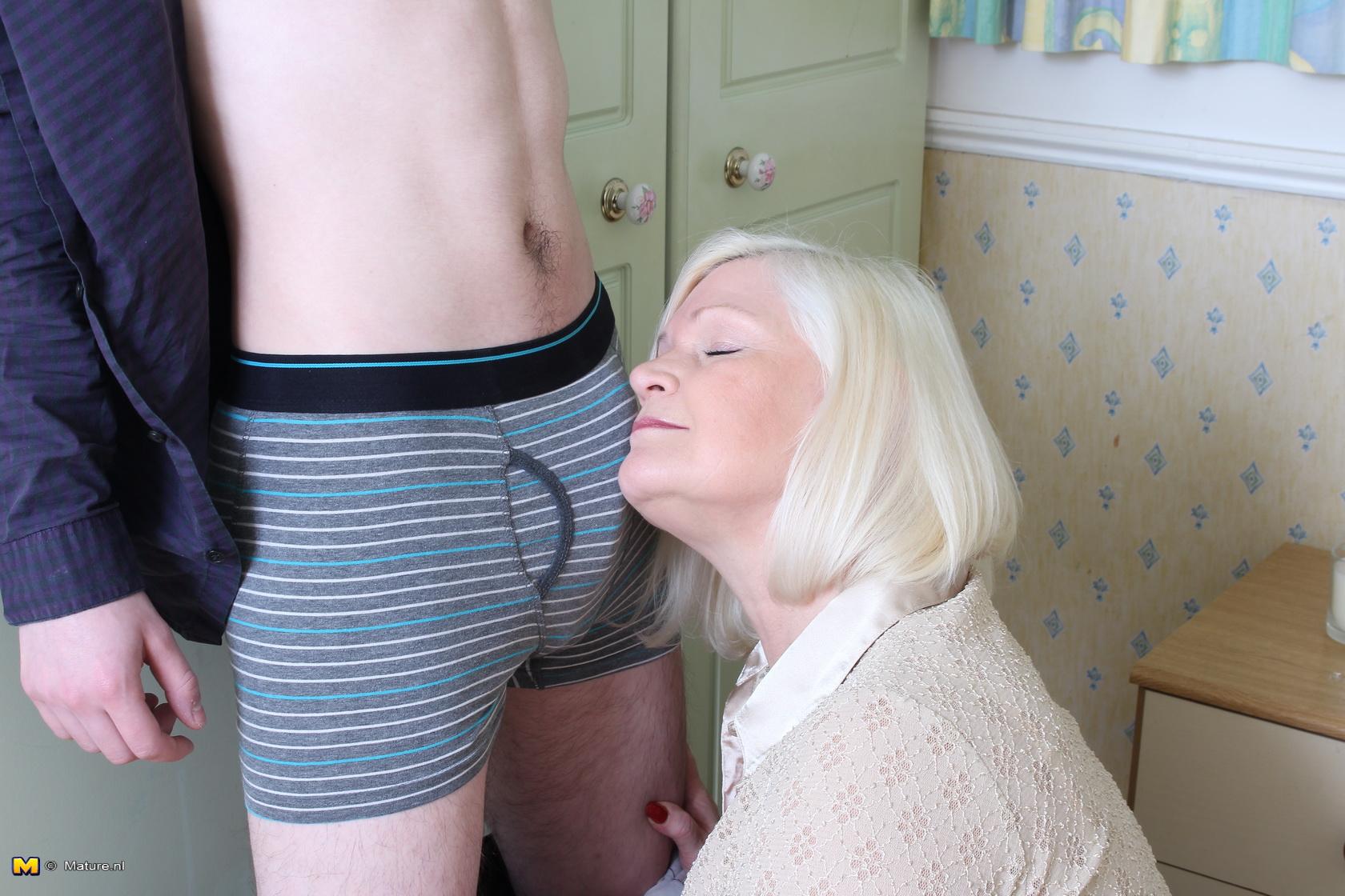 Big Tit Mom Sister Threesome